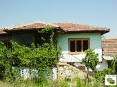 Countryside house close to a river and a dam lake, 4 km away from the town of Suhindol
