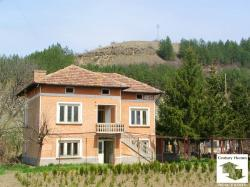 Well-preserved property in a peaceful area, 27 km north-west from Veliko Tarnovo