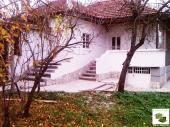 One-storey house with a garage in a developed village 30 minutes drive from Veliko Tarnovo