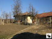 Detached rural house with many outbuildings set in the village of Pavel, just 10 km from Polski Trambesh
