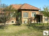 Spacious rural property in the village of Maslarevo, 18 km from the town of Polski Trambesh