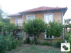 Reasonable price for spacious property with panoramic view, 13 km from the town of Sevlievo