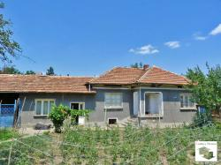 Solid one-storey house in very good condition, close to a main road Sofia-Rousse