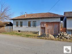 Partly renovated house with panoramic view, set in the village of Plakovo, 15 km south from Veliko Tarnovo