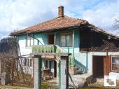Solid two-storey house with panoramic view, in a mountain area, just 3 km from the nearest town