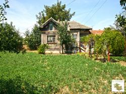 Solid and detached house in the village of Dolna Lipnitsa, 35 km away from Veliko Tarnovo