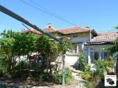 Spacious house with big, flat garden and a garage in the village of Radanovo, just 30 km from Veliko Tarnovo