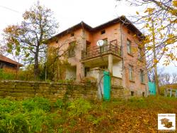 Two-storey house with panoramic views in the village of Idilevo, 30 km away from Veliko Tarnovo