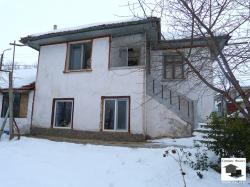 House with panoramic view in the village of Ledenik, only 5 km away from Veliko Tarnovo