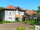 Two-storey house with big flat garden set in the village of Polski Senovets