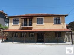 Two-storey house with a restaurant, located in the center of the town Kilifarevo