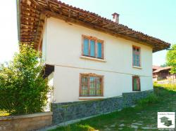 Traditional, two-storey house only 10 minutes away from Elena