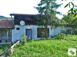 Two houses with yard in the village of Prisovo, only 5 km way from Veliko Tarnovo