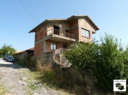 Solid three-storey house with panoramic view in the village of Momin sbor situated 10 km away from Veliko Tarnovo