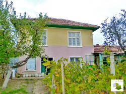 Two-storey partly renovated house with a garage and big yard in the village of Agatovo
