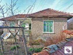 Brick-built one-storey house with stone barn and flat yard only 10 km away from the nearest town