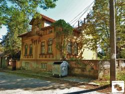 Two-storey partly renovated house, located in the village of Polikraishte, only 10 minutes away from Veliko Tarnovo