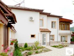 Renovated three-bedroom house with a swimming pool located in the village of Prisovo 3 km away from Veliko Tarnovo