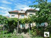 Four-bedroom house with big yard and a garage in the village of Resen just 18 km away from Veliko Tarnovo