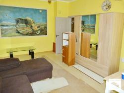 Renovated apartment with three rooms located in Cholakovtsi district, Veliko Tarnovo