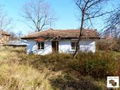 One-storey house to renovate with a big plot in a buautiful mountanious village, just 10 min. drive from Gabrovo