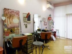 Fully equipped and furnished hairdresser salon for rent, located in Kolio Ficheto district, Veliko Tarnovo