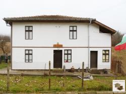 Two-storey house with seven bedrooms in the village of Stoevtsi, close to Tryavna