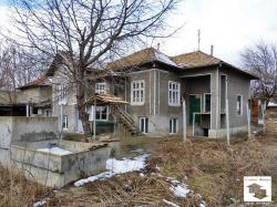 House with a commercial premise and a double garage in the village of Obedinenie, 35 km from Veliko Tarnovo