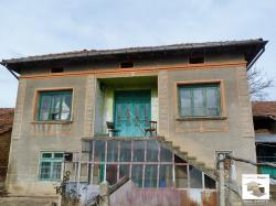Two-storey house with a garage and panoramic views in the village of Dolna Lipnitsa located only 20 minutes away from the nearest town