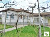 Rural house with a big plot and good-sized garage 15 min. drive from Veliko Tarnovo