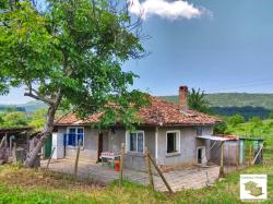 House with big flat garden, in the preferred village of Pchelishte, only 15 minutes from Veliko Tarnovo