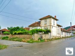 Spacious two-level house with many additional buildings and a garage in a charming town 50 km from Veliko Tarnovo