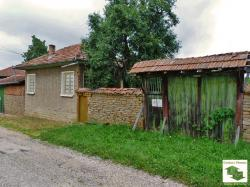 Two storey house with a garage and a water- well in the village of Velchevo, 15 km away from Veliko Tarnovo