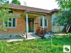 Two-storey house with a flat garden and a water-well in the village of Musina, 20 km from Veliko Tarnovo