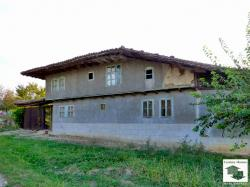 Solid two-storey house with a yard located in the village of Mindya, 22 km away from Veliko Tarnovo