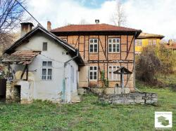 Two-storey house with flat yard in a preferred neighborhood of Tryavna