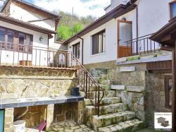 Renovated house with a small yard in a quiet and peaceful location in the historical part of Veliko Tarnovo