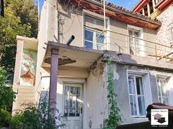 Two-storey house with small yard and panoramic view in Veliko Tarnovo