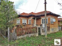 Spacious, massive one-storey house in good condition, about 10 km from the town of Elena