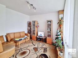 Room from an apartment for rent in the well-developed neighborhood K. Ficheto