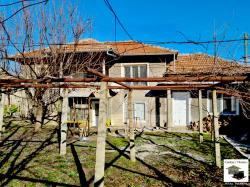 Partly renovated four-bedroom house in the village of Strahilovo
