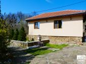 Cozy & compact one-bedroom house for a short-time rent at the outskirts of a small town, 20 min. drive from Veliko Tarnovo